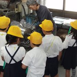 中川小学校ヘラ絞り体験